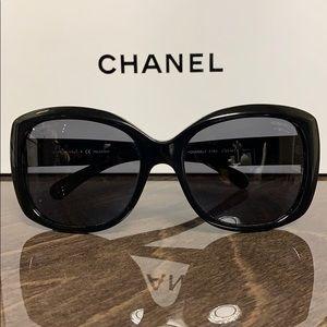 CHANEL CC Logo Polarized Sunglasses 5183 Black